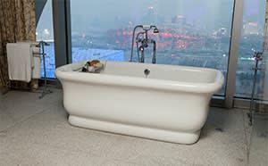 Chou's standalone bathtub