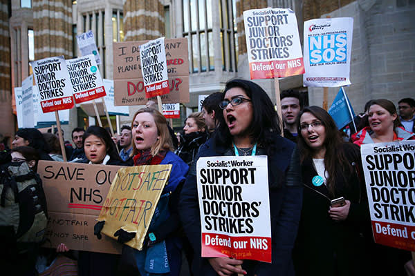LONDON, ENGLAND - FEBRUARY 11:  Junior Doctors protest outside the Department of Health at the Government's intention to impose new contracts on February 11, 2016 in London, England. After negotiations between the Government and the British Medical Association lasting four years failed to reach an agreement, Jeremy Hunt has announced in the House of Commons that new contracts would be imposed on Junior Doctors from August 1st 2016.  (Photo by Dan Kitwood/Getty Images)