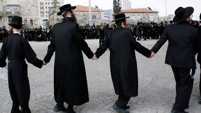 Haredim protest against new military service rules, February 2014