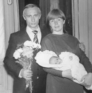 Lyudmila Putina with Vladimir and their daughter, Masha, in 1985