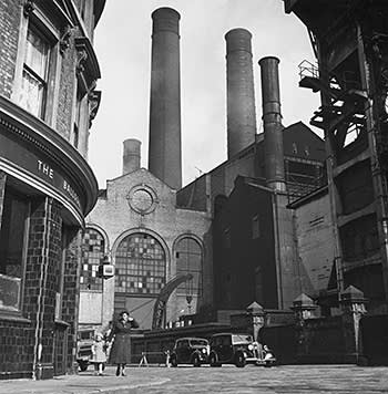 Lots Road power station next to The Balloon pub, 1951