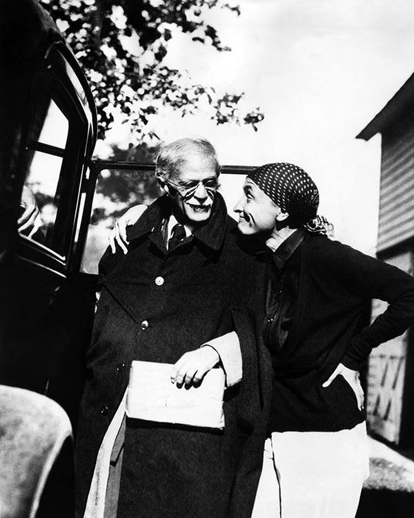 CWAG6J Alfred Stieglitz, and his wife, Georgia O'Keeffe, 1936. Courtesy: CSU Archives/Everett Collection