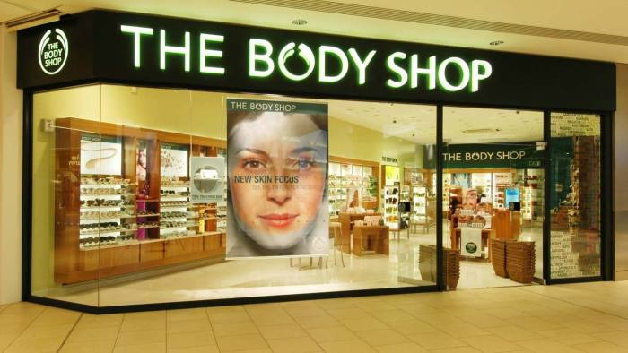 The Body Shop International plc announces interim results for the 26 weeks ending 28th August 2004. Picture shows the newly revamped store at Lakeside, Thurrock, the first phase of a 100 million investment programme in stores and information systems. Mandatory Credit: Vismedia +44 (0)20 7436 9595