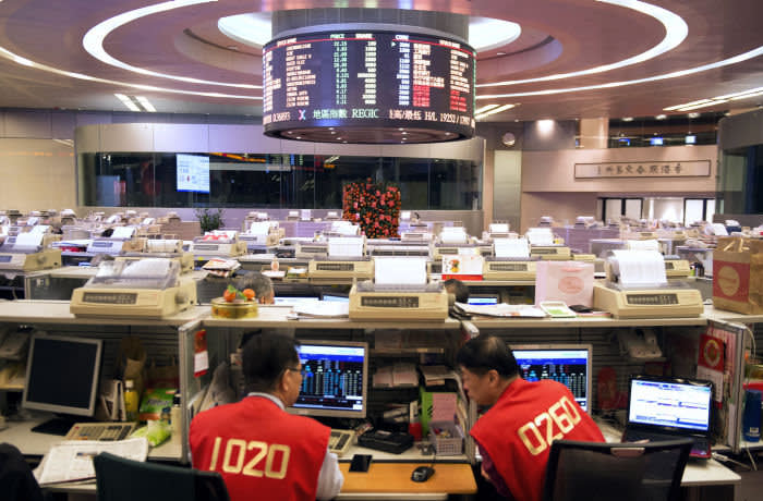 Traders work on the trading floor of the Hong Kong Stock Exchange, operated by Hong Kong Exchanges and Clearing Ltd. (HKEx), during the first day of trading after lunar new year in Hong Kong, China, on Thursday, Feb. 11, 2016. Hong Kong stocks headed for their worst start to a lunar new year since 1994 as a global equity rout deepened amid concern over the strength of the world economy. Photographer: Xaume Olleros/Bloomberg