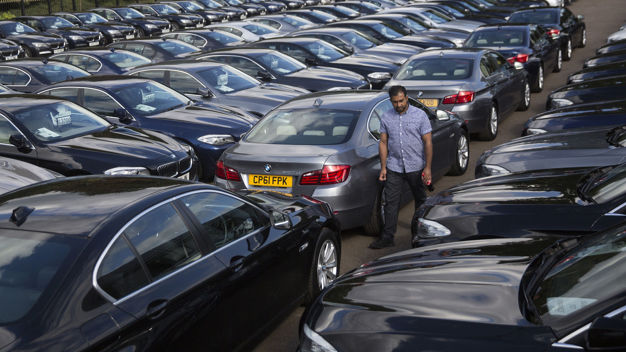 UK car production falls 14% as sales slide | Financial Times