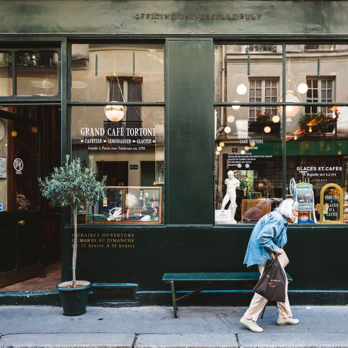 Gran Cafe Tortoni, Paris. Credit: Shot for The FT by Albin Durand