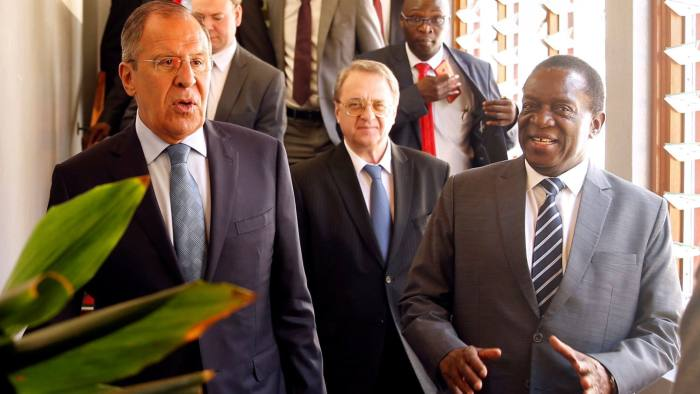 Zimbabwean President Emmerson Mnangagwa walks with Russian Foreign Minister Sergey Lavrov before their meeting in Harare, Zimbabwe, March 8, 2018. REUTERS/Philimon Bulawayo - RC114E90E800