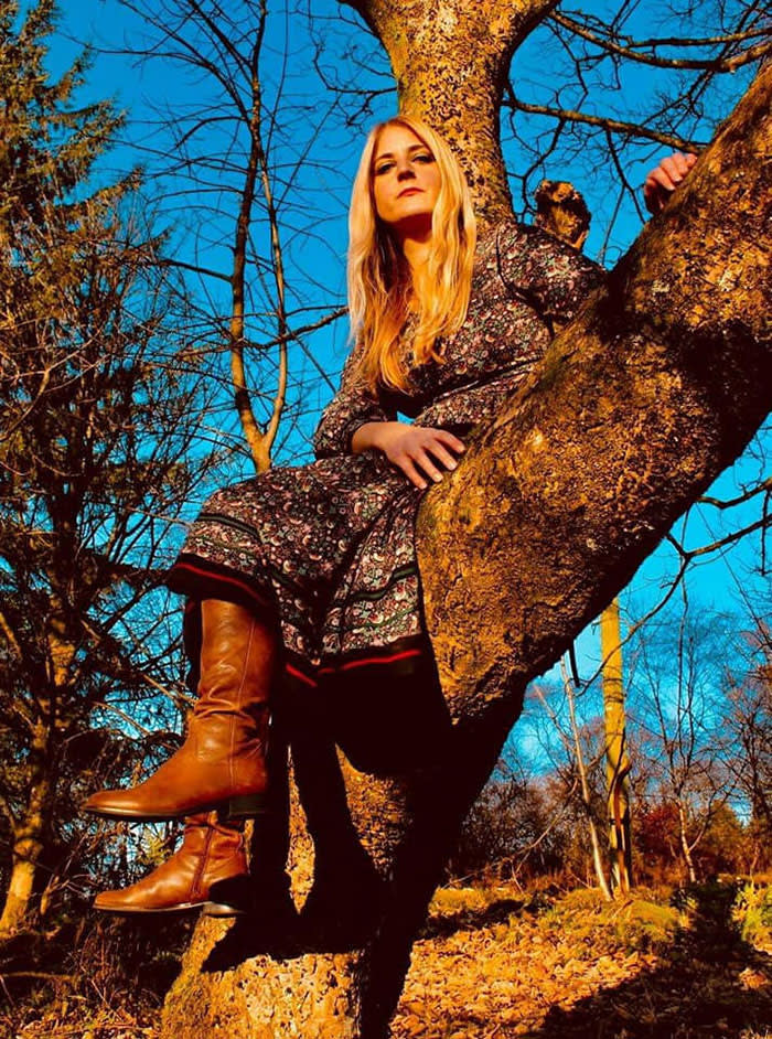 Singer Lavinia Blackwall