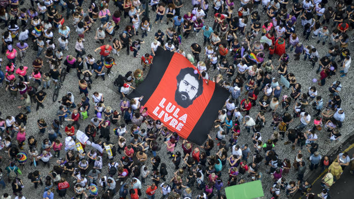 """FILED - 29 September 2018, Brazil, Curitiba: """"Lula Livre"""" (Freedom for Lula), is written on a banner held by demonstrator during a demonstration against the extreme right-wing and in support of Brazil's former president Luiz Inacio Lula da Silva. A judge ordered the release of da Silva after the Federal Supreme Court decided on Thursday that an individual's imprisonment based solely on a criminal conviction can take place only after all possibilities of appealing the decision have been exhausted. Photo: Henry Milleo/dpa"""