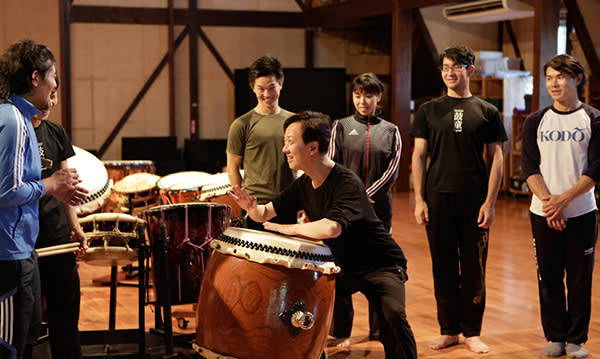 Tamasaburo Bando (on drum) in a rehearsal
