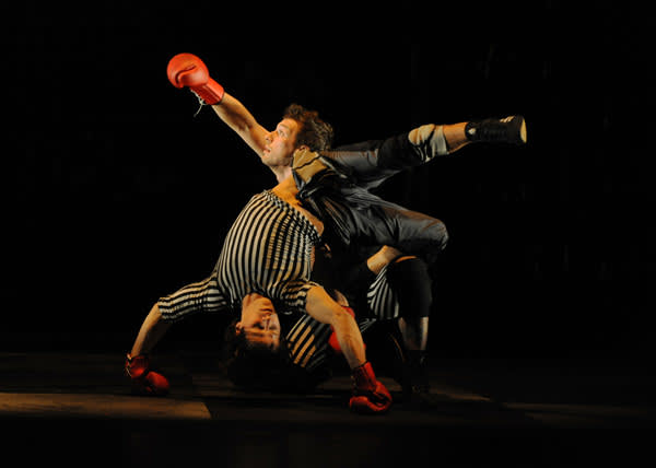 A staging of 'Boxe Boxe'
