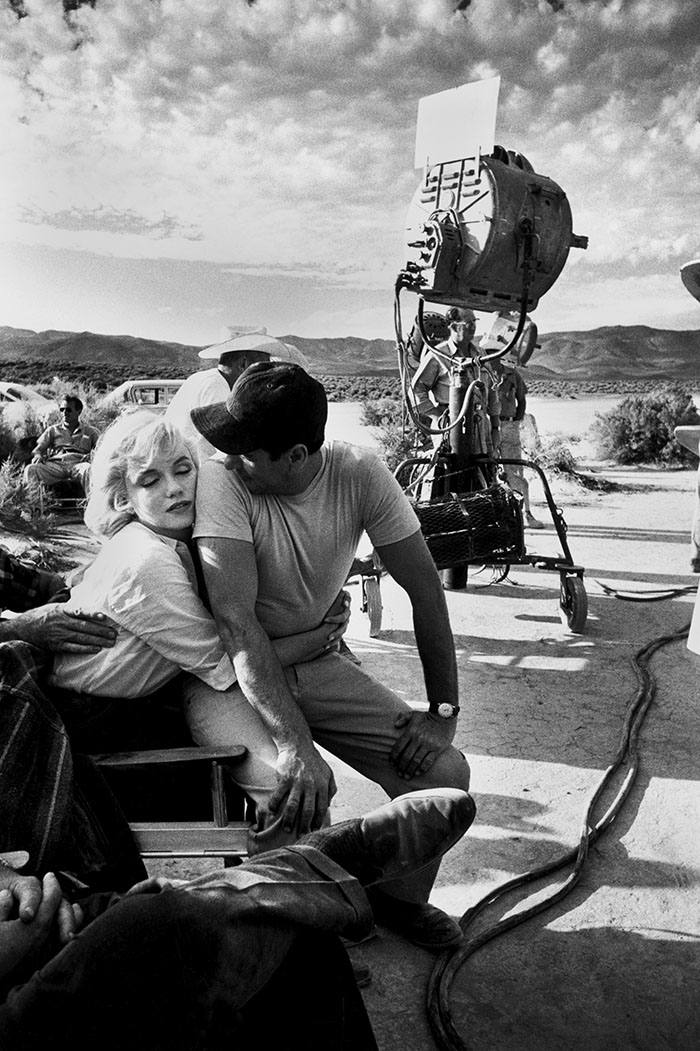 Eve Arnold's portrait of Marilyn Monroe and co-star Eli Wallach on the set 'The Misfits' in 1960