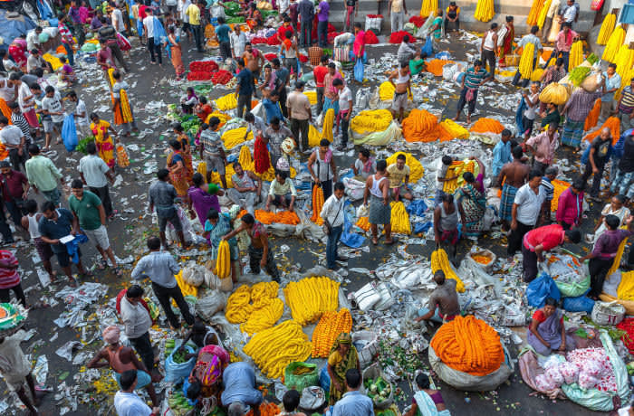 W9R6KP Kolkata, West Bengal/ India - August 11,2019. Top View of Mullick Ghat Flower market which offers a wide selection of colorful flowers & garlands for