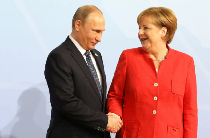 German Chancellor Angela Merkel welcomes Russia's President Vladimir Putin to the opening day of the G20 leaders summit in Hamburg, Germany, July 7, 2017. REUTERS/Ludovic Marin/Pool