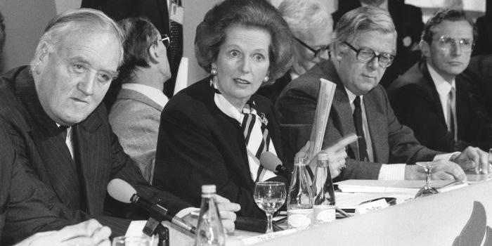 June 1987: The Conservative party hold a press conference. From left to right, William Whitelaw, Norman Tebbit, Margaret Thatcher, Geoffrey Howe, Douglas Hurd and Norman Fowler. (Photo by Keystone/Getty Images)