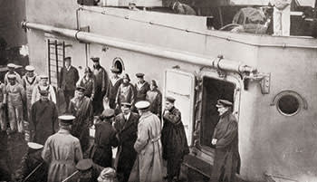 Lord Kitchener boarding HMS Hampshire on June 5