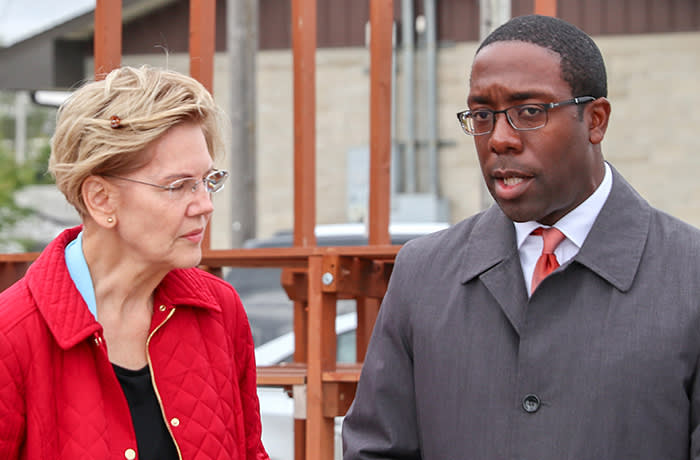 Big Read African American vote - Quentin Hart, the first black mayor of Waterloo, Iowa. This was him giving Warren a tour of the city last autumn 2019.. He is now supporting Pete Buttigieg and is one of his African American surrogates.