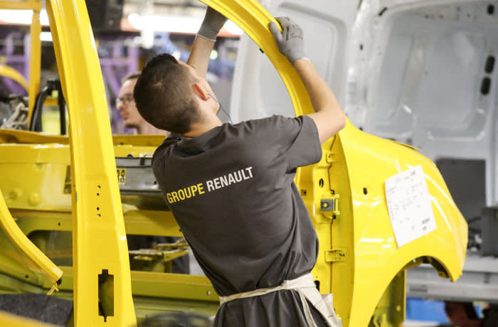 A factory employee works on a car assembly line at the Renault factory, in Maubeuge, northern France, on November 8, 2018. (Photo by LUDOVIC MARIN / AFP) (Photo credit should read LUDOVIC MARIN/AFP via Getty Images)