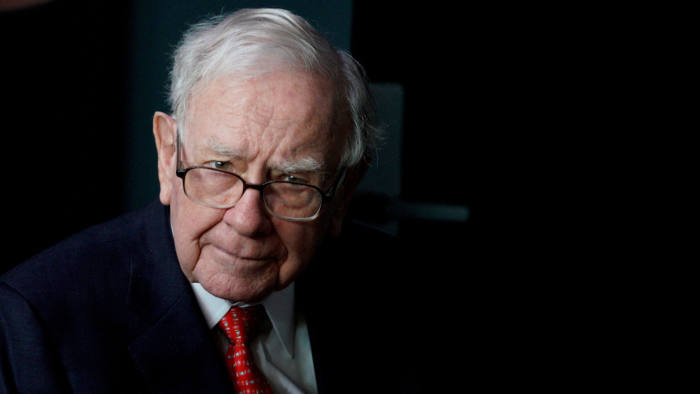 Warren Buffet Prefers The New Leader Of Wells Fargo To Be An Outsider And One Who Has Not Worked In Investment Banking C Reuters