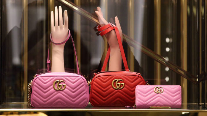 Pink and red leather GG Marmont matelasse luxury handbags stand on display in the window of the Gucci luxury goods boutique, operated by Kering SA, at the GUM department store on Red Square in Moscow, Russia, on Friday, Oct. 20, 2016. Russia agreed to return the value-added tax paid on luxury goods by foreign shoppers in the country from 2017. Photographer: Andrey Rudakov/Bloomberg
