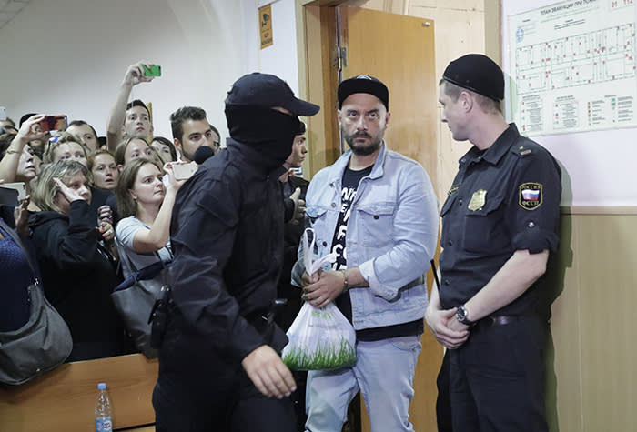 Russian theatre director Kirill Serebrennikov (2nd R), who was detained and accused of embezzling state funds, is escorted inside a court building upon his arrival for a hearing on his detention in Moscow, Russia August 23, 2017. REUTERS/Tatyana Makeyeva - UP1ED8N0QMWIA