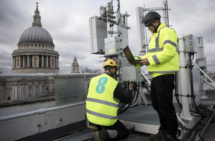 Engineers from EE the wireless network provider owned by BT Group Plc, inspect Huawei Technologies Co. 5G equipment overlooking St. Paul's Cathedral during trials in the City of London, U.K., on Friday, March 15, 2019. Europe would fall behind the U.S. and China in the race to install the next generation of wireless networks if governments ban Chinese equipment supplier Huawei Technologies Co. over security fears, according to an internal assessment by Deutsche Telekom AG. Photographer: Simon Dawson/Bloomberg