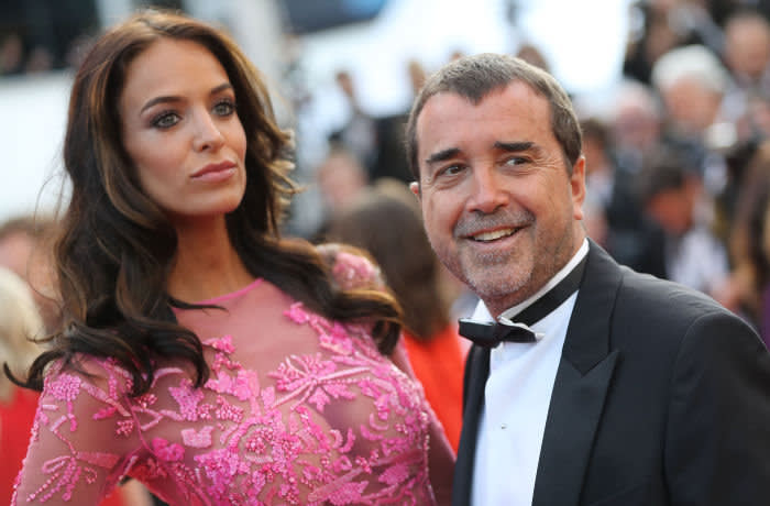 French businessman Arnaud Lagardere and his wife Jade Foret arrive on May 24, 2017 for the screening of the film 'The Beguiled' at the 70th edition of the Cannes Film Festival in Cannes, southern France. / AFP PHOTO / Valery HACHE (Photo credit should read VALERY HACHE/AFP via Getty Images)
