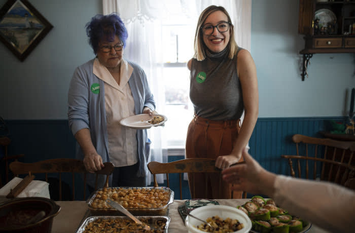 Abigail Bessler, daughter of Sen. Amy Klobuchar (D-Minn.), a Democratic presidential candidate, at a house party on Klobuchar's behalf in Newton, Iowa, Jan. 24, 2020. At house parties and rallies, stand-ins for the candidates hit the trail in Iowa. (Tamir Kalifa/The New York Times) Credit: New York Times / Redux / eyevine For further information please contact eyevine tel: +44 (0) 20 8709 8709 e-mail: info@eyevine.com www.eyevine.com