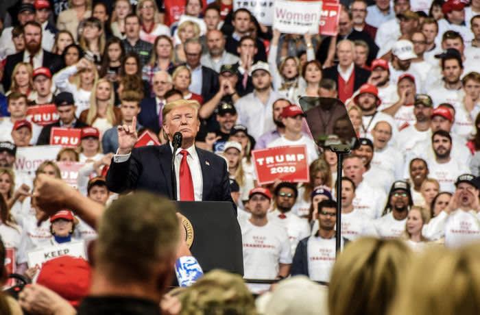 04 novembre 2019, États-Unis, Lexington: le président des États-Unis, Donald Trump, s'adresse à la foule lors du rassemblement Keep America Great. Photo: Whitney Saleski / Images SOPA via ZUMA Wire / dpa