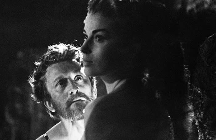 US actor Kirk Douglas and British actress Jean Simmons are pictured during the filming of