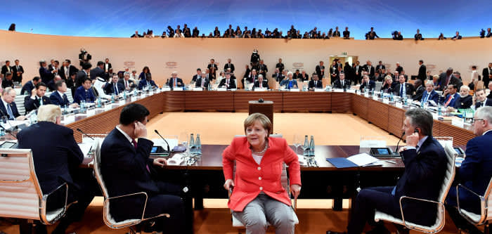 German Chancellor Angela Merkel (C) turns around as U.S. President Donald Trump, China's President Xi Jinping, Argentina's President Mauricio Macri and Australia's Prime Minister Malcolm Turnbull look on at the start of the first working session of the G20 meeting in Hamburg, Germany, July 7, 2017. REUTERS/John MacDougall/Pool - RC157C0FDB40