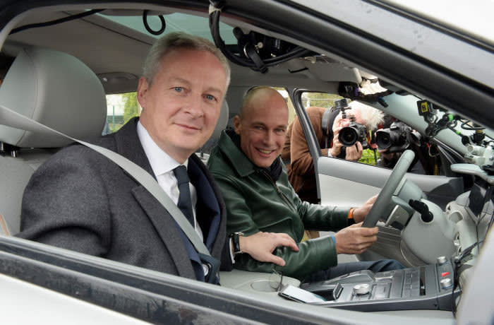Swiss aviator and Chairman of the Solar Impulse sun-powered aircraft company Bertrand Piccard (R) poses with French Economy and Finance Minister Bruno Le Maire (L), upon his arrival at the Paris Inovation campus of Air Liquide in Les Loges-en-Josas, west of Paris, on November 26, 2019 during his distance record attempt with one fill up aboard an hydrogen vehicle. (Photo by ERIC PIERMONT / AFP) (Photo by ERIC PIERMONT/AFP via Getty Images)