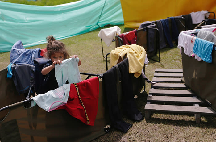 A Venezuelan migrant girl puts clothes to dry in a temporary camp for refugee in Bogota, Colombia November 19, 2018. Picture taken November 19, 2018. REUTERS/Luisa Gonzalez - RC1D32749FC0