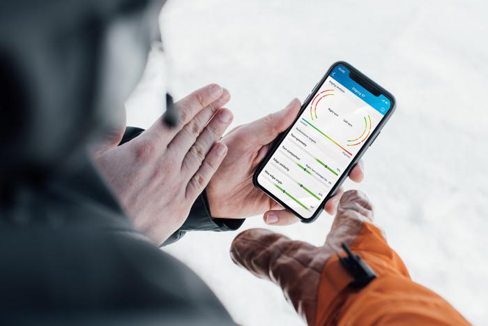 Data feedback on Robbins' smartphone