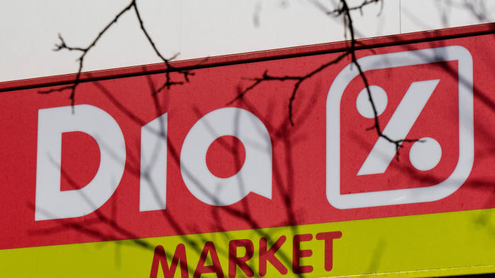 Supermarket group Dia to slash jobs after 'turbulent' year