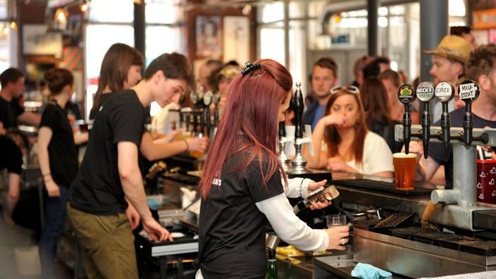 FJJWE3 Serving behind the bar