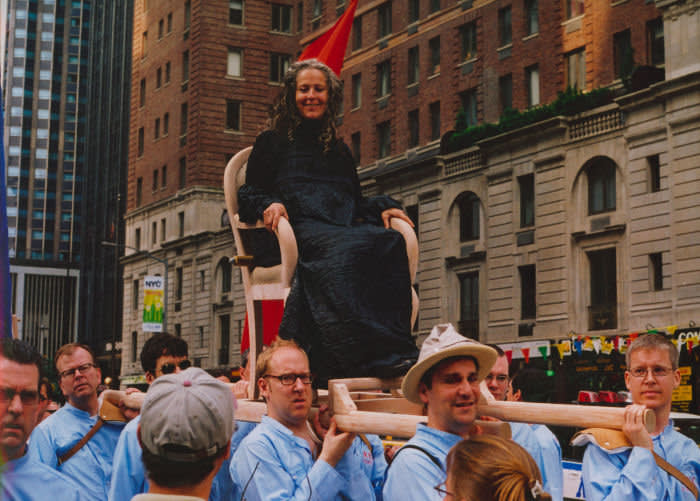 Kiki Smith takes part in Francis Alÿs's The Modern Procession 2002 New York City video, 7.22 minutes © Francis Alÿs Courtesy the artist and David Zwirner