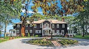 Six-bedroom house on the waterfront in Southold