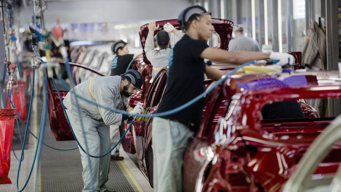 Employee carry out final inspections on the body shells of freshly painted Nissan Micra, right, and Renault Clio, second left, automobiles inside the Renault SA factory in Flins, France, on Thursday, Feb. 23, 2017. Carlos Ghosn, one of the auto industry's most celebrated turnaround artists, is relinquishing his CEO role at Nissan Motor Co. and turning over day-to-day control to Hiroto Saikawa as he focuses on strengthening the carmaker's alliance with Renault and Mitsubishi Motors Corp. Photographer: Marlene Awaad/Bloomberg
