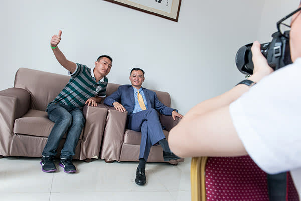 A photo opportunity with Chen Anzhi (seated on right)