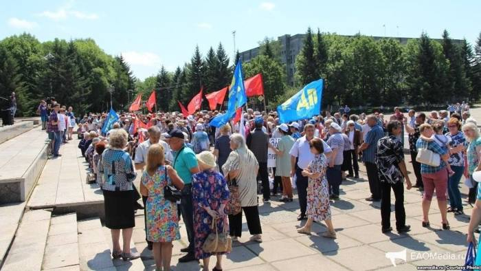 Protesters gather on July 1 in Birobidzhan, in Russia's Far East.
