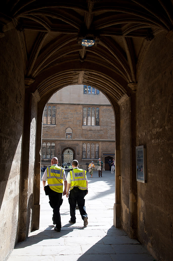 CNKN4Y Security guards patrol Oxford University England UK