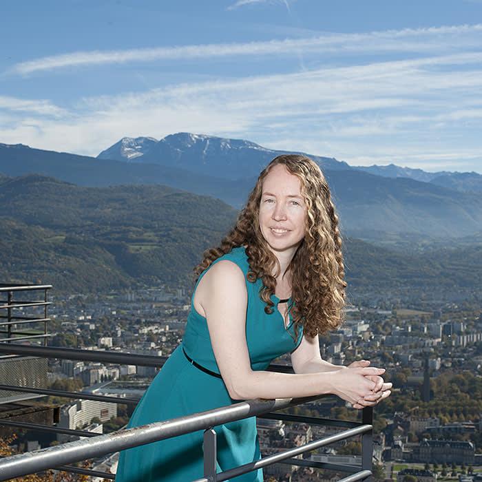 portrait of Shannon Kiernan, australian student (MBA) in Grenoble