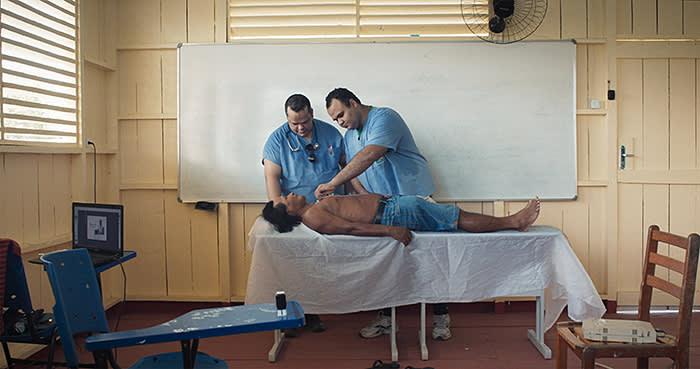 A patient with heart problems in Coari, a remote Amazon town, is diagnosed using Portal Telemedicina's online diagnostic platform