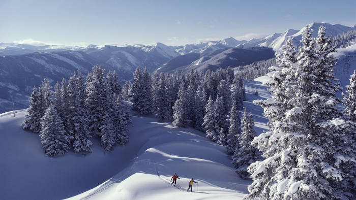 Aspen, Colorado. Cross-country skiing in Aspen, Colorado. (C) Annie Griffiths Belt / Getty Images