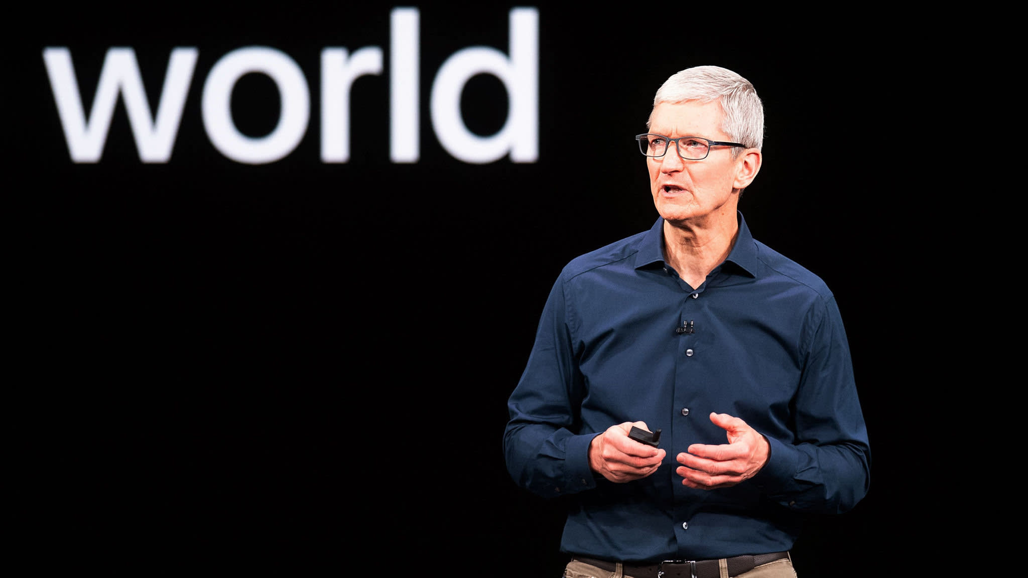 Apple's Tim Cook makes debut at World Economic Forum in Davos   Financial Times