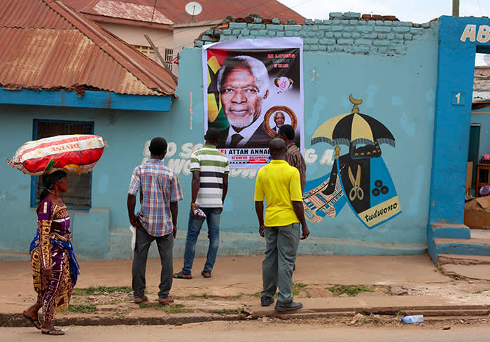 Mandatory Credit: Photo by CHRISTIAN THOMPSON/EPA-EFE/REX/Shutterstock (9795369d) Ghanainas look at a poster on a wall outside the family home of the late United Nations Secretary General Kofi Annan in Kumasi, Ghana 20 August 2018. Kofi Annan the seventh Secretary General of the United Nations passed away on 18 August 2018 at age 80. Kofi Annan death aftermath, Kumasi, Ghana - 20 Aug 2018
