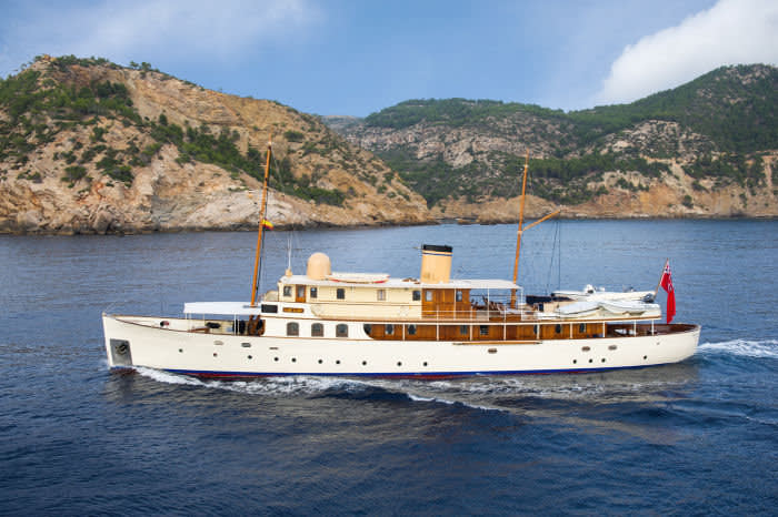 FAIR LADY Superyacht   Luxury Yacht for Charter  