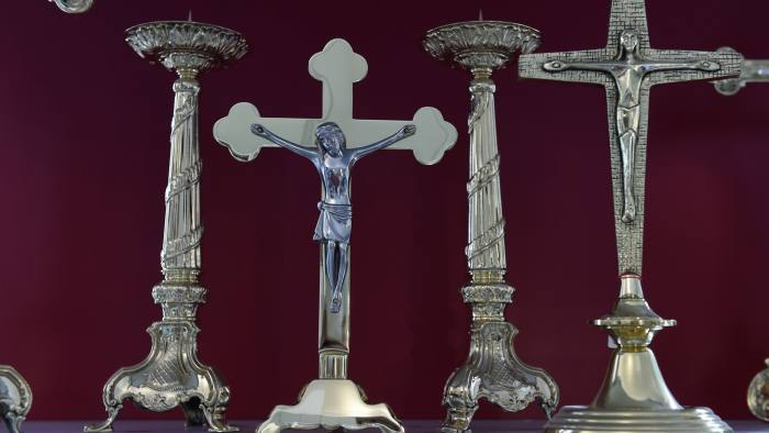 Bavaria imposes law on displaying cross in state buildings