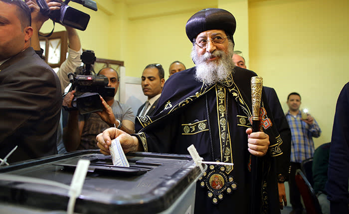 epa06629869 Egyptian Coptic Pope Tawadros II Pope of Alexandria and Patriarch of Saint Marc Episcopates votes at a polling station during day one of the presidential elections in Heliopolis district, Cairo, Egypt, 26 March 2018. Voting in the presidential election will take place over a three-day period, from 26 March to 28 March. EPA/